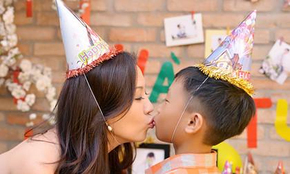 Hoa hậu Thu Hoài mừng sinh nhật hoàng tráng cho con trai út