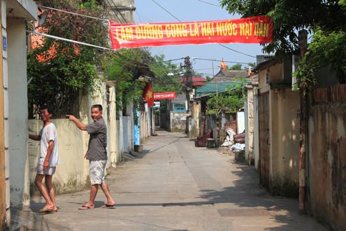 Hà Nội: Đường thẳng thành cong, hàng trăm hộ dân nguy cơ mất nhà