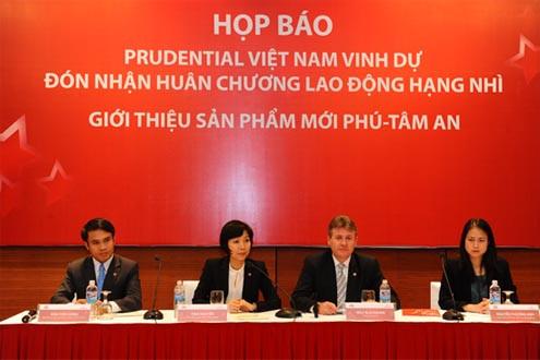 Prudential Việt Nam vinh dự đón nhận Huân chương Lao động hạng Nhì