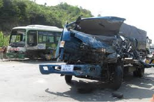 Hai xe tải đấu đầu trên Quốc lộ 14, lái xe tử vong tại chỗ