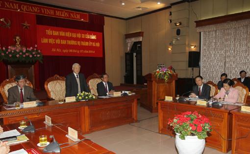 Tiểu ban Văn kiện Đại hội XII của Đảng làm việc với Ban Thường vụ Thành ủy Hà Nội