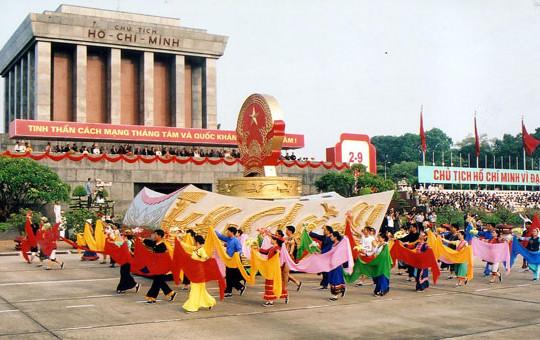 Chặng đường 46 năm thực hiện lời Bác dặn: Việt Nam vững bước đi lên