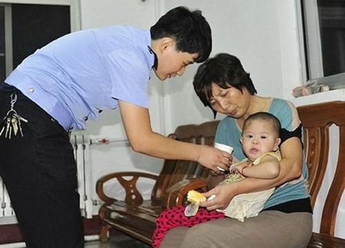 """Triệt phá """"nhà máy"""" sản xuất trẻ em tại Trung Quốc"""