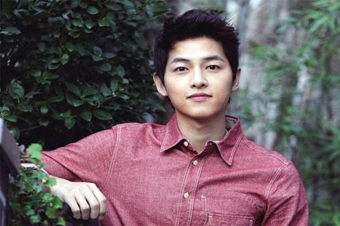 """Song Joong Ki vẫn thu """"bạc"""" và """"đơn hàng"""" khi còn chưa xuất ngũ"""