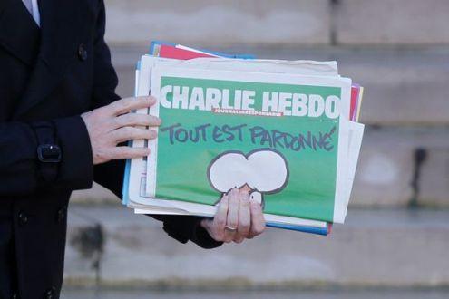 """Nhật Bản lại """"ồn ào"""" với cuốn sách in tranh biếm họa của Charlie Hebdo"""