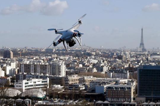 Máy bay không người lái tiếp tục thách thức nước Pháp sau vụ Charlie Hebdo