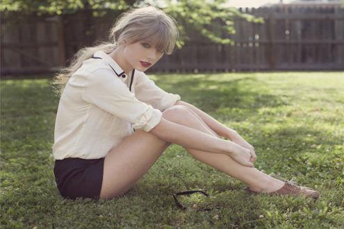 Taylor Swift tự tin xuống phố, khoe đôi chân được mua bảo hiểm 40 triệu USD