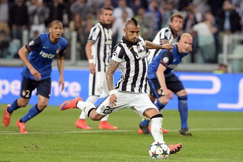 Juventus thắng Monaco trên chấm phạt đền