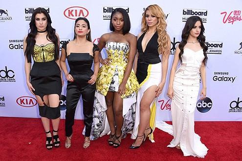 Những trang phục gây ấn tượng mạnh trên thảm đỏ Billboard Music Adwards 2015