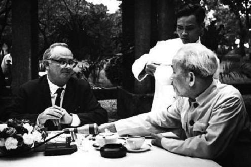 Mối thâm tình của các nhà báo nước ngoài với Chủ tịch Hồ Chí Minh