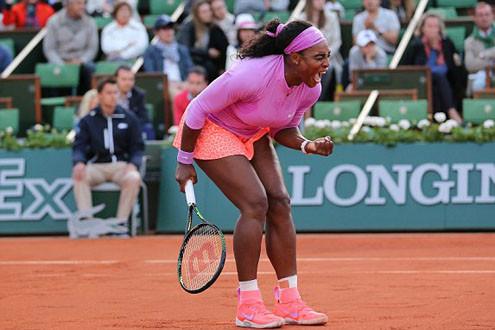 Loại Azarenka, Serena đi tiếp vào vòng 4 Roland Garros