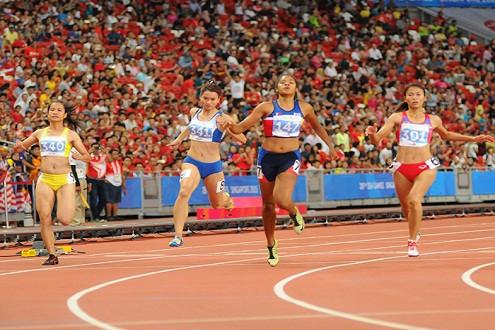 Hoa khôi điền kinh Việt Nam thất bại trên đường chạy 100m