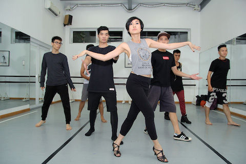 Thanh Bùi, John Huy giúp Kathy Uyên trình diễn Broadway