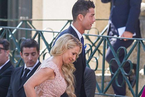 """Đám cưới """"siêu cò Mendes"""": Dập dìu sao Real và quà tặng khủng của Ronaldo"""