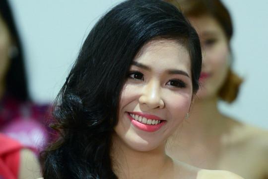 Hàng trăm thí sinh Hoa hậu Hoàn Vũ Việt Nam 2015 khoe sắc