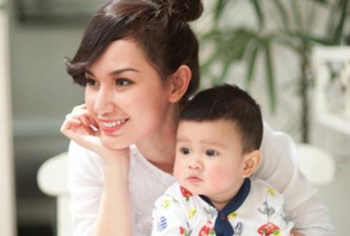MC Quỳnh Chi đoàn tụ cùng con trai sau những lùm xùm với nhà chồng