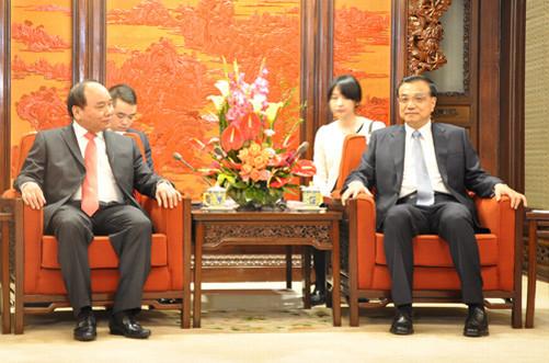 Phó Thủ tướng Nguyễn Xuân Phúc hội kiến Thủ tướng Trung Quốc Lý Khắc Cường