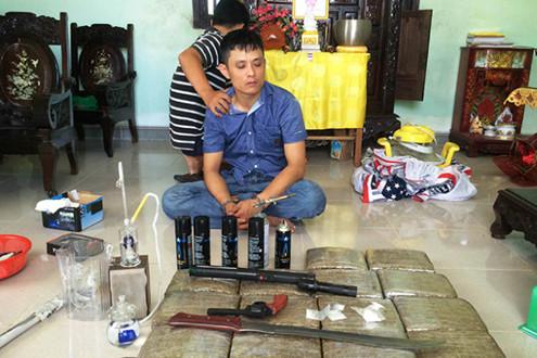 Bắt giữ hai đối tượng tàng trữ ma túy tại nhà riêng