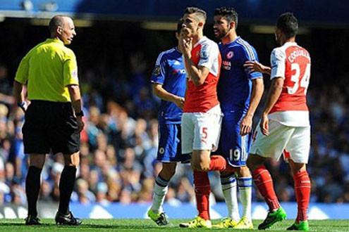 Gabriel trắng án, Diego Costa bị treo giò ba trận