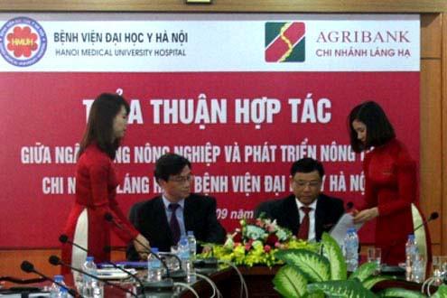 Agribank Láng Hạ tài trợ 1,3 tỷ đồng cho Bệnh viện Đại học Y Hà Nội