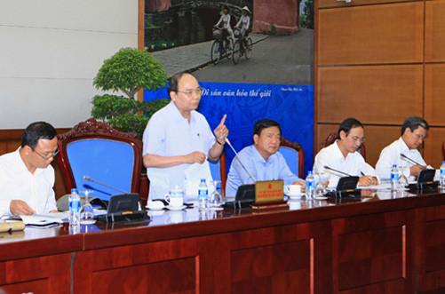 """Phó Thủ tướng Nguyễn Xuân Phúc: Xử lý nghiêm tình trạng xe """"vua"""", xe có phù hiệu lạ"""