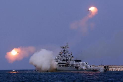 Đáp trả cáo buộc của Mỹ, tàu chiến Nga phá hủy 11 mục tiêu của IS