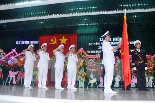 Tin tức thời sự ngày 25/10: Bộ Tư lệnh Vùng 5 Hải quân đón nhận Huân chương Quân công