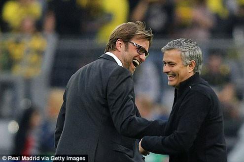 """Mourinho và Klopp: """"Người đặc biệt"""" hay """"Người bình thường"""" sẽ thắng?"""