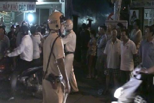 Hàng trăm cảnh sát bao vây, khám xét nhà trùm ma túy ở Sài Gòn