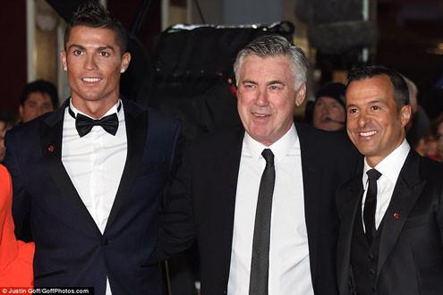 Ronaldo lịch lãm như Jame Bond trong buổi ra mắt phim tài liệu về mình