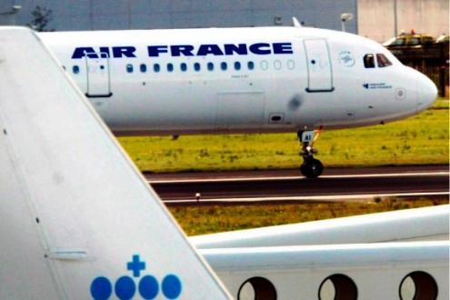 Tin nóng: Máy bay Pháp sơ tán khẩn cấp vì bị đe dọa đánh bom trên Twitter