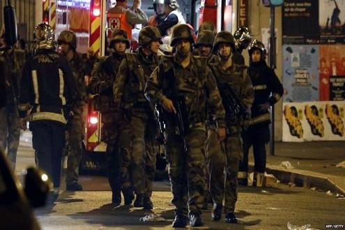Vụ khủng bố Paris: 2 kẻ đánh bom giả làm người tị nạn vào Pháp