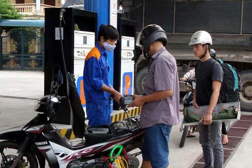 Tin tức kinh tế 18/11: Giá xăng giảm lần thứ 10 trong năm