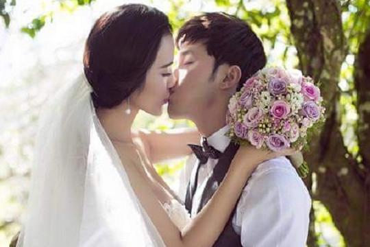 Ưng Hoàng Phúc và Kim Cương hôn nhau ngọt ngào trong loạt ảnh cưới