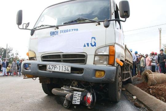 Đắk Lắk: Đi thăm người thân, một phụ nữ bị xe tải tông tử vong