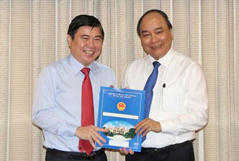Trao Quyết định phê chuẩn chức danh Chủ tịch và các nhân sự mới UBND TPHCM