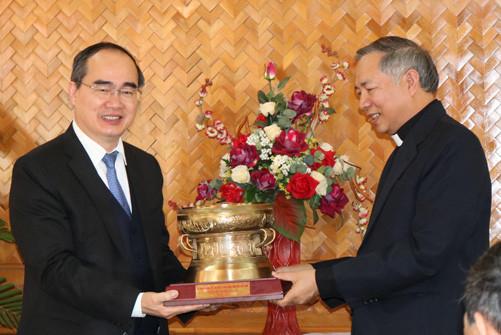 Chủ tịch Ủy ban Trung ương MTTQVN chúc mừng Giáng sinh tại Đắk Lắk