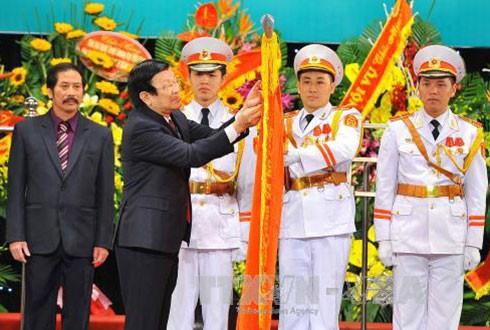 Nhà hát Nghệ thuật Đương đại Việt Nam và Bệnh viện Hữu nghị đón nhận danh hiệu AHLĐ