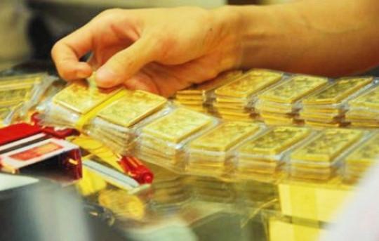 Giá vàng tiếp tục lao dốc