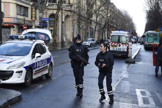 Pháp: Bị bắn chết vì tấn công bằng đai bom giả