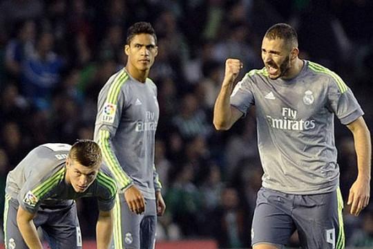 Real Madrid bị Real Betis cầm chân: Zindane hết mạch thắng
