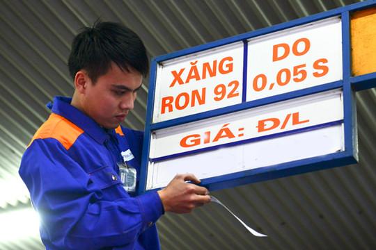 Giá xăng tiếp tục giảm hơn 700 đồng/lít