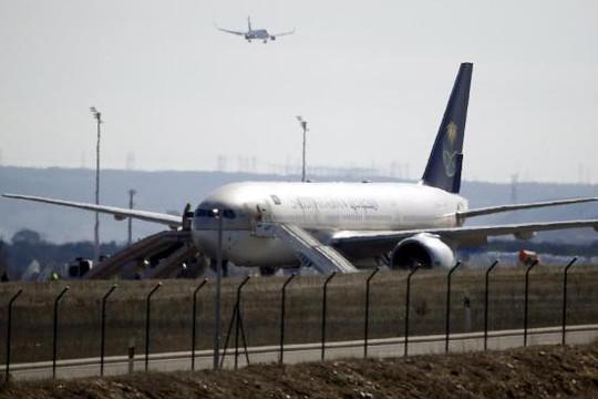 Tây Ban Nha: Sơ tán hành khách khỏi máy bay vì bị... lừa có bom