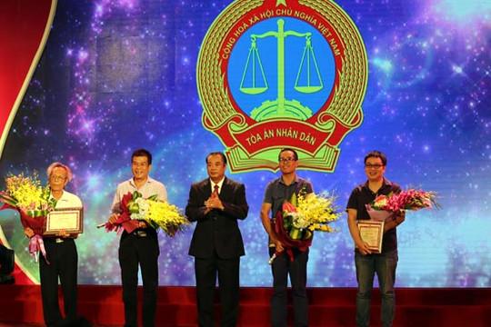 """Nhà thơ Lê Minh Quốc: """"Tôi rất may đã có cơ hội đóng góp tác phẩm viết về Tòa án nhân dân"""""""
