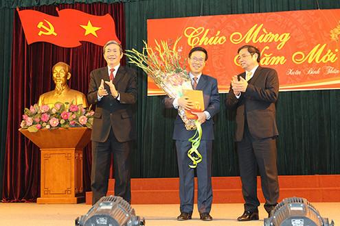Đồng chí Võ Văn Thưởng nhận quyết định Trưởng ban Tuyên giáo Trung ương