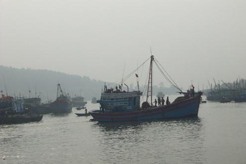 Nghệ An: Tàu cá gặp nạn, 9 thuyền viên được cứu kịp thời