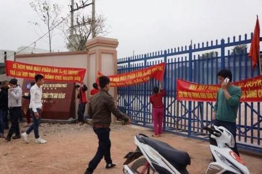 Dân phản đối nhà máy sản xuất phân bón gây ô nhiễm môi trường