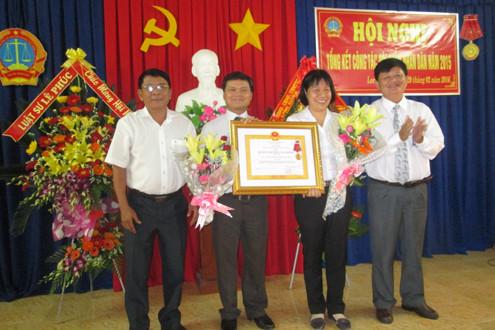 TAND TP Long Xuyên tổng kết công tác Hội thẩm nhân dân, đón nhận HCLĐ hạng Nhì