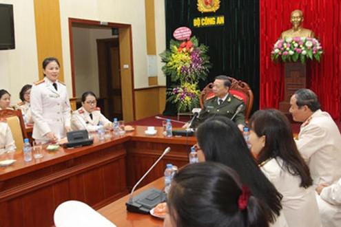Thứ trưởng Tô Lâm gặp mặt Phụ nữ xuất sắc tiêu biểu lực lượng An ninh nhân ngày 8/3