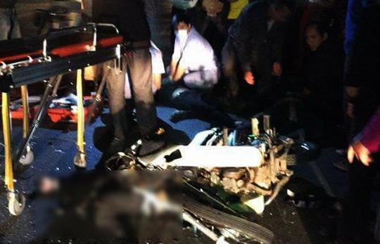 Không đội mũ bảo hiểm lao vào ô tô khách, 3 người tử vong